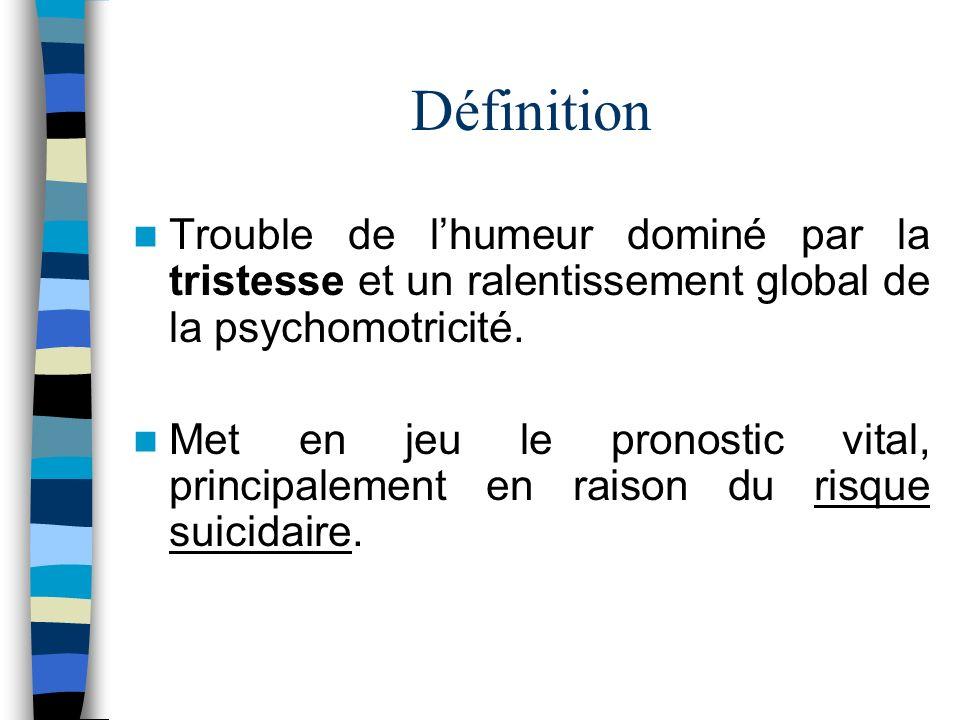 Définition Trouble de l'humeur dominé par la tristesse et un ralentissement global de la psychomotricité.
