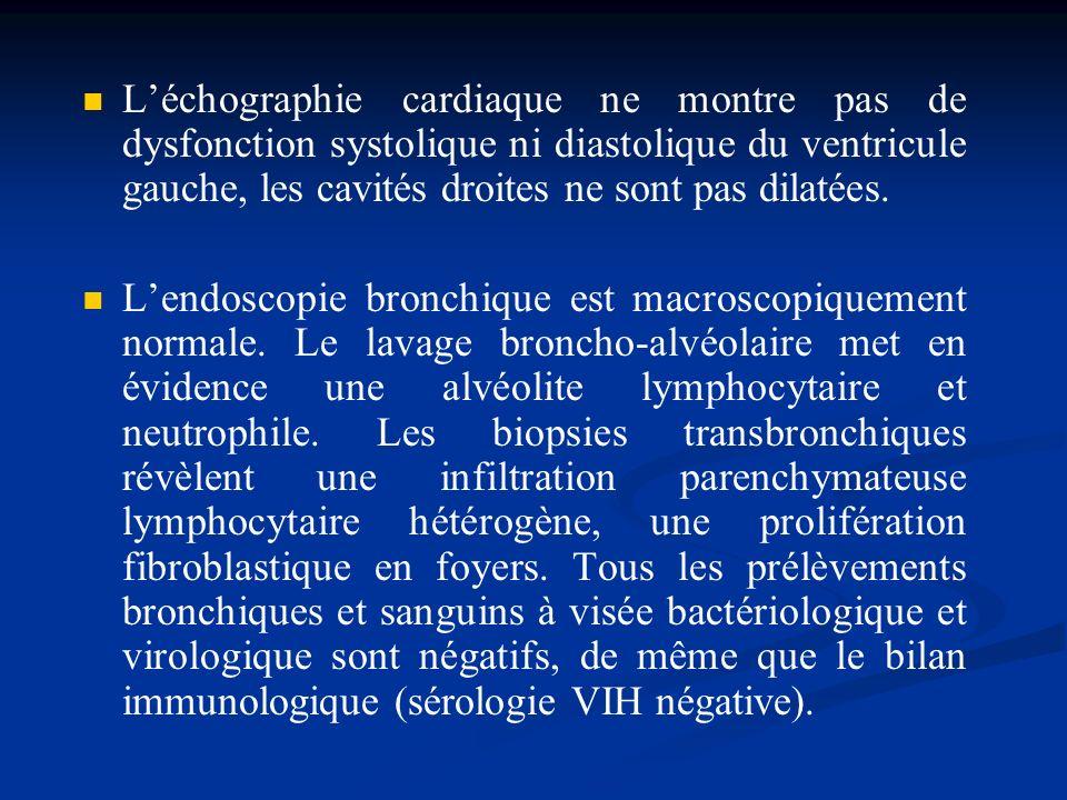 L'échographie cardiaque ne montre pas de dysfonction systolique ni diastolique du ventricule gauche, les cavités droites ne sont pas dilatées.