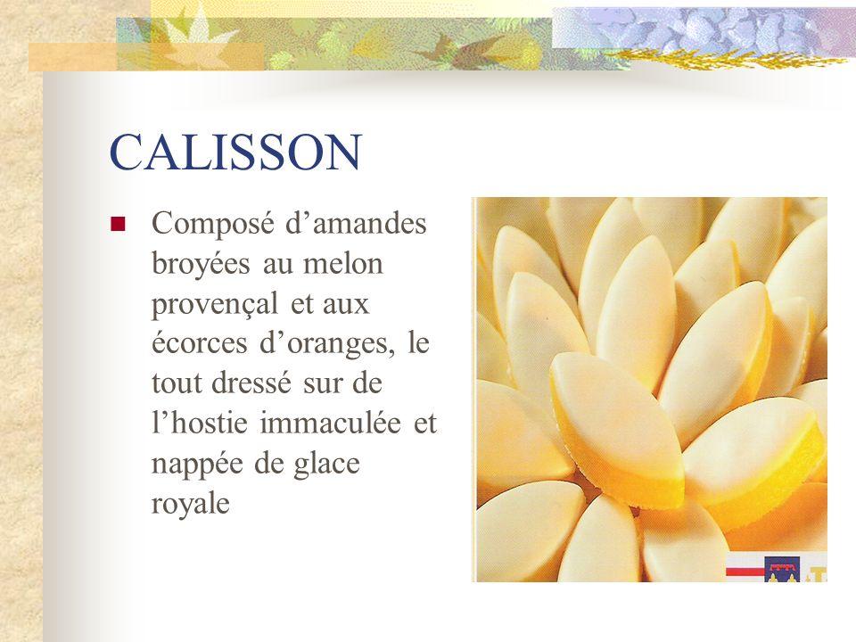 CALISSON Composé d'amandes broyées au melon provençal et aux écorces d'oranges, le tout dressé sur de l'hostie immaculée et nappée de glace royale.