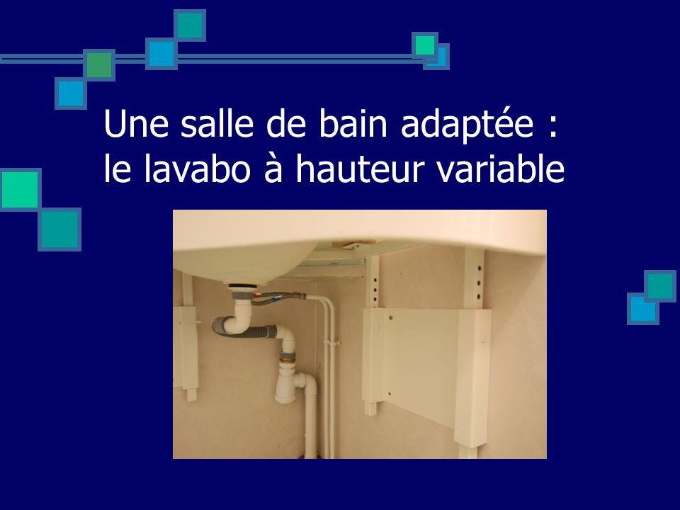 Une salle de bain adaptée : le lavabo à hauteur variable
