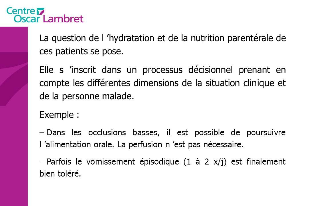 La question de l 'hydratation et de la nutrition parentérale de ces patients se pose.
