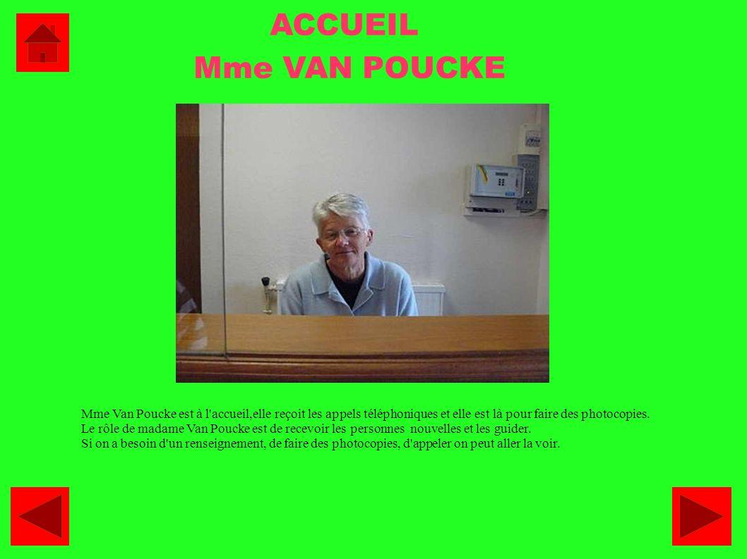 ACCUEIL Mme VAN POUCKE. Mme Van Poucke est à l accueil,elle reçoit les appels téléphoniques et elle est là pour faire des photocopies.
