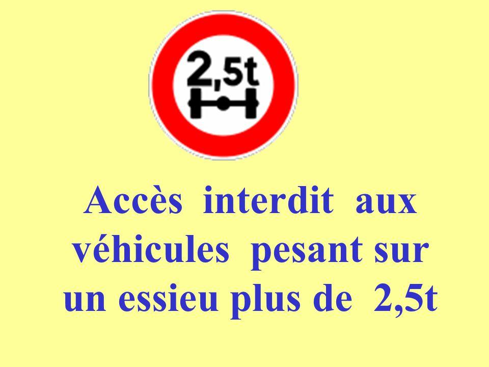 Accès interdit aux véhicules pesant sur un essieu plus de 2,5t
