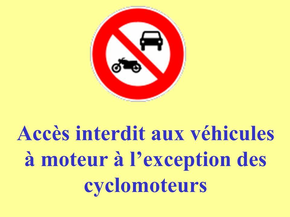 Accès interdit aux véhicules à moteur à l'exception des cyclomoteurs