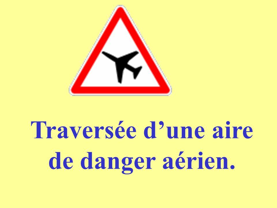 Traversée d'une aire de danger aérien.