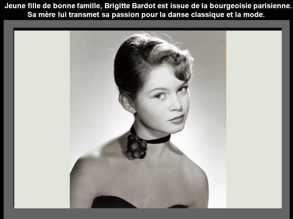 Jeune fille de bonne famille, Brigitte Bardot est issue de la bourgeoisie parisienne.