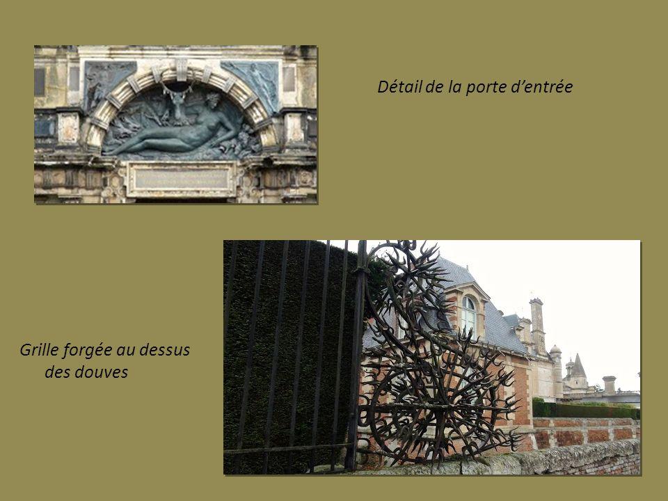 Ch teau d anet et chapelle royale ppt video online for Au dessus de la porte d entree