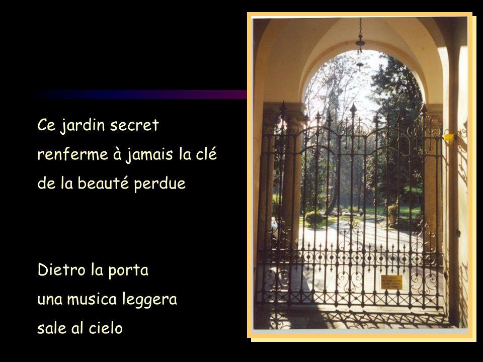 Ce jardin secret renferme à jamais la clé. de la beauté perdue. Dietro la porta. una musica leggera.