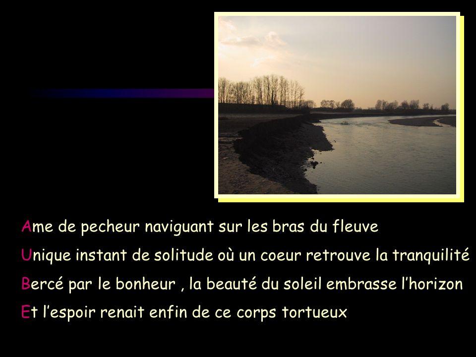 Ame de pecheur naviguant sur les bras du fleuve