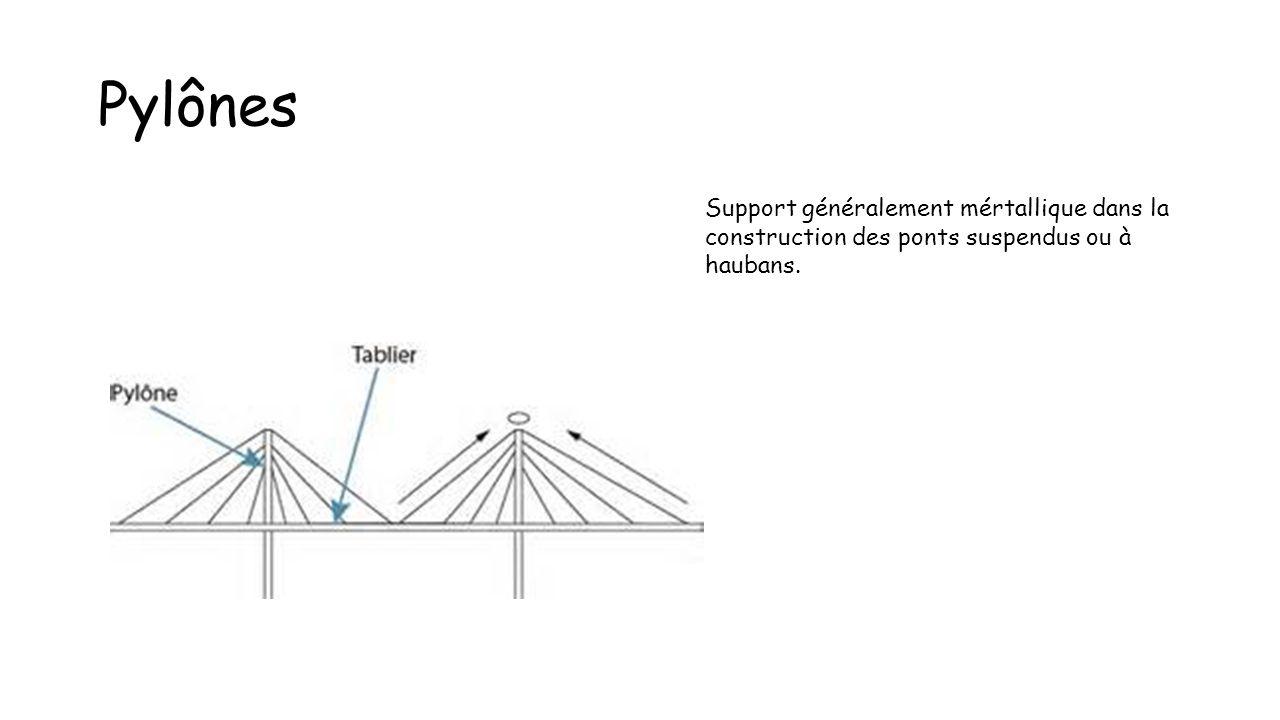 Pylônes Support généralement mértallique dans la construction des ponts suspendus ou à haubans.