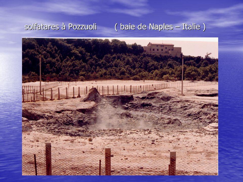 solfatares à Pozzuoli ( baie de Naples – Italie )