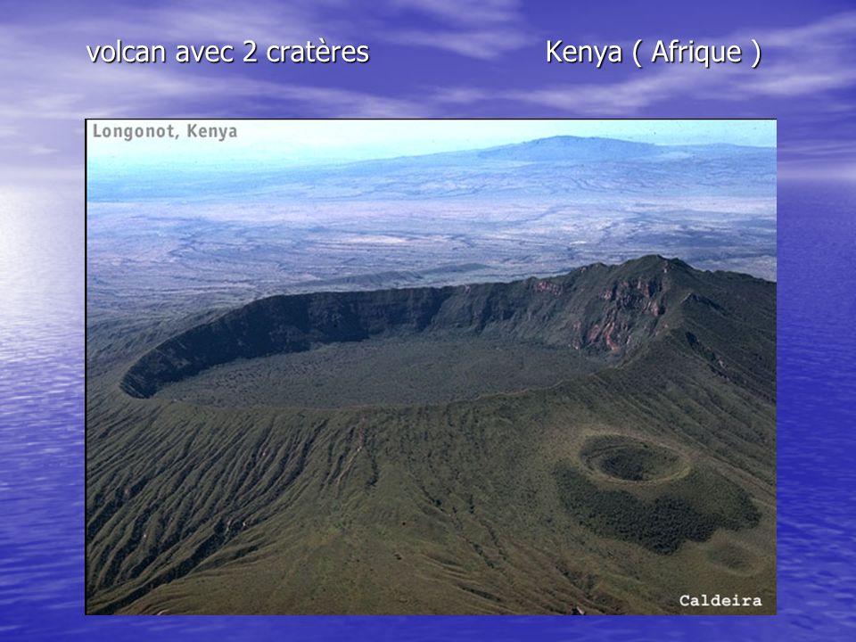 volcan avec 2 cratères Kenya ( Afrique )