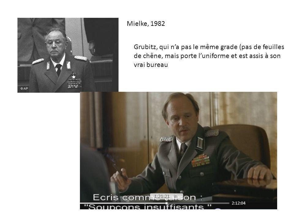 Mielke, 1982 Grubitz, qui n'a pas le même grade (pas de feuilles de chêne, mais porte l'uniforme et est assis à son vrai bureau.