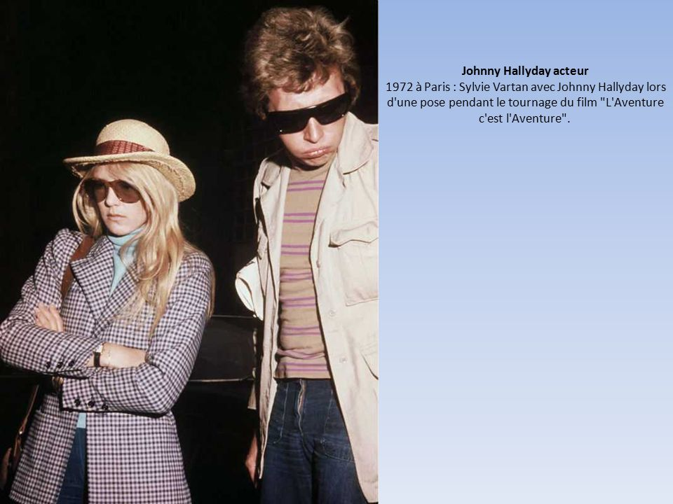 Johnny Hallyday acteur 1972 à Paris : Sylvie Vartan avec Johnny Hallyday lors d une pose pendant le tournage du film L Aventure c est l Aventure .