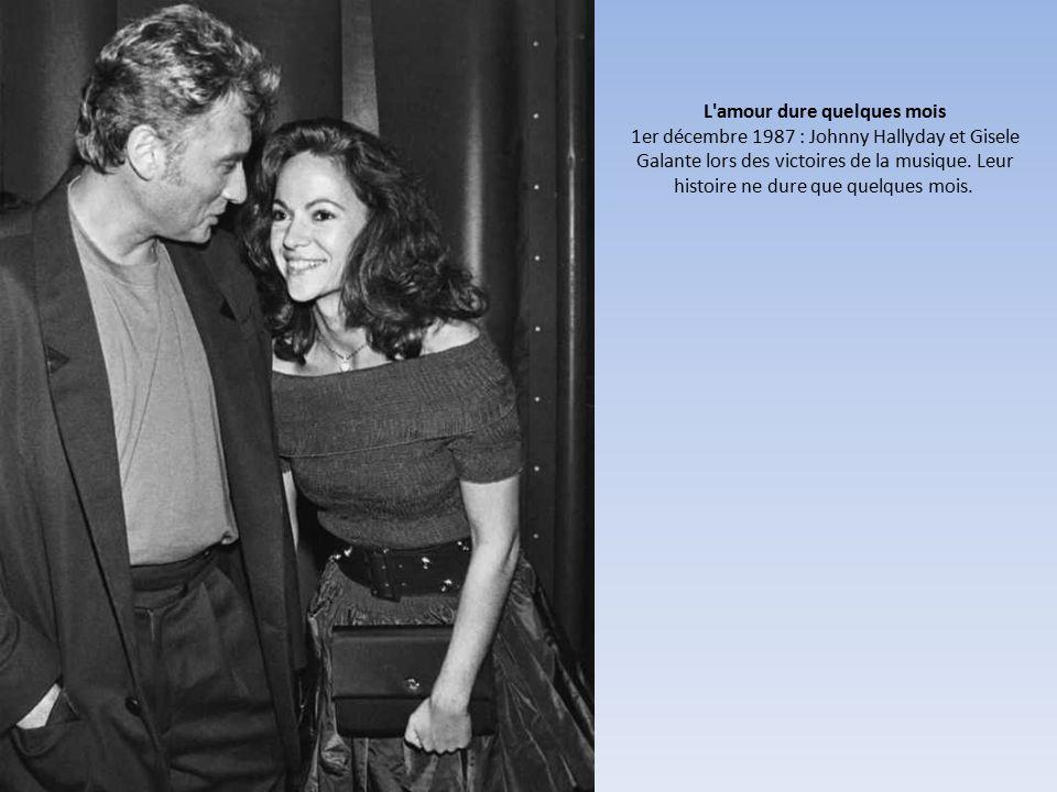 L amour dure quelques mois 1er décembre 1987 : Johnny Hallyday et Gisele Galante lors des victoires de la musique.