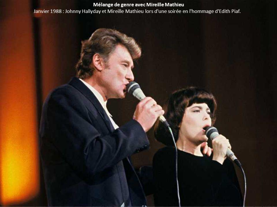 Mélange de genre avec Mireille Mathieu Janvier 1988 : Johnny Hallyday et Mireille Mathieu lors d une soirée en l hommage d Edith Piaf.