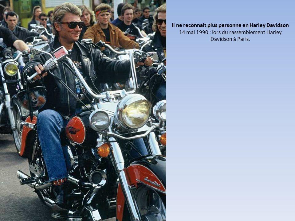 Il ne reconnait plus personne en Harley Davidson 14 mai 1990 : lors du rassemblement Harley Davidson à Paris.