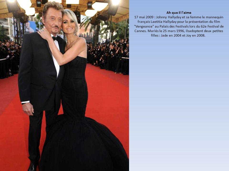 Ah que il l aime 17 mai 2009 : Johnny Hallyday et sa femme le mannequin français Laetitia Hallyday pour la présentation du film Vengeance au Palais des Festivals lors du 62e Festival de Cannes.