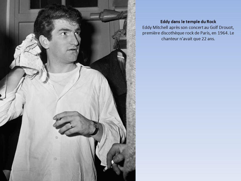 Eddy dans le temple du Rock Eddy Mitchell après son concert au Golf Drouot, première discothèque rock de Paris, en 1964.