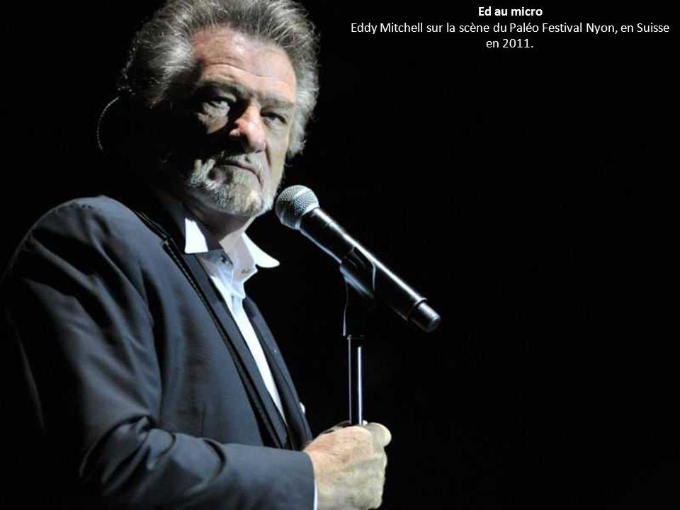 Ed au micro Eddy Mitchell sur la scène du Paléo Festival Nyon, en Suisse en 2011.