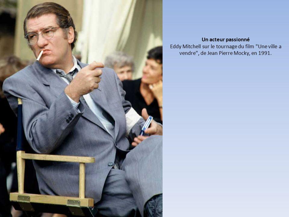 Un acteur passionné Eddy Mitchell sur le tournage du film Une ville a vendre , de Jean Pierre Mocky, en 1991.