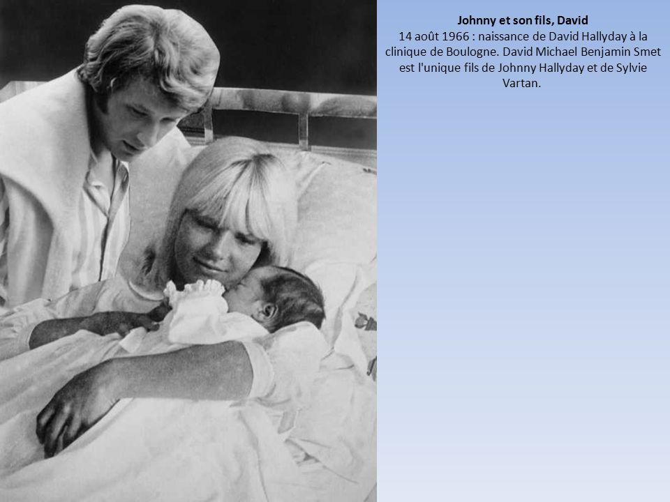 Johnny et son fils, David 14 août 1966 : naissance de David Hallyday à la clinique de Boulogne.