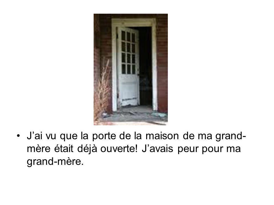 J'ai vu que la porte de la maison de ma grand-mère était déjà ouverte