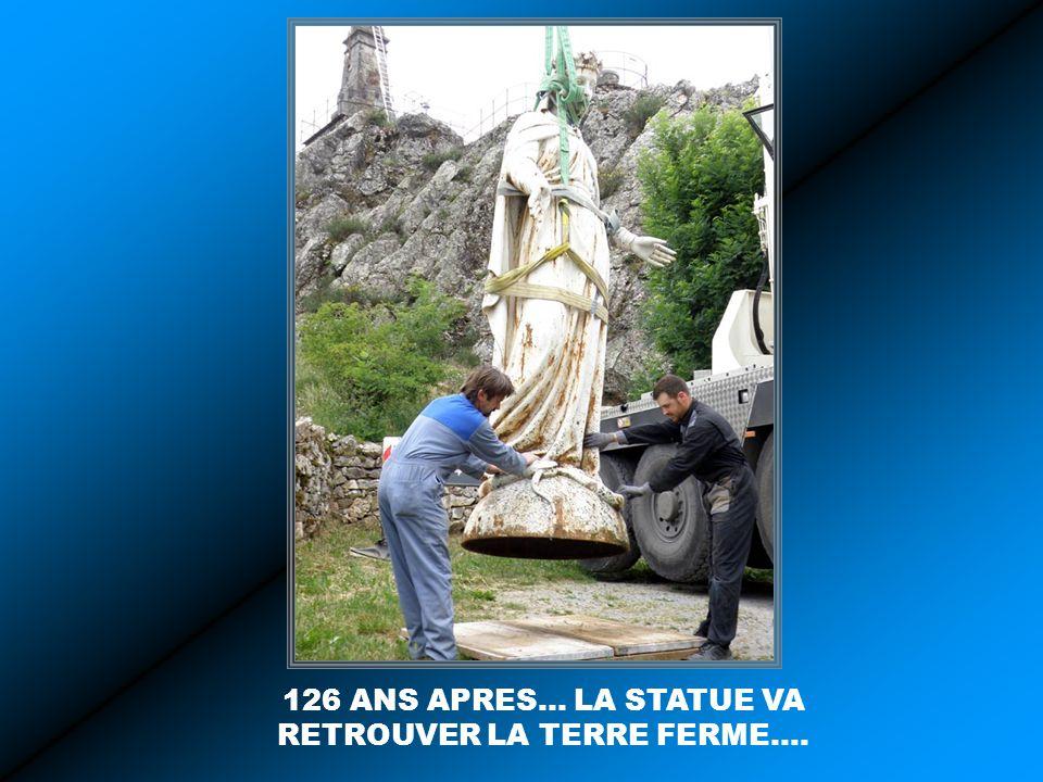 126 ANS APRES… LA STATUE VA RETROUVER LA TERRE FERME….