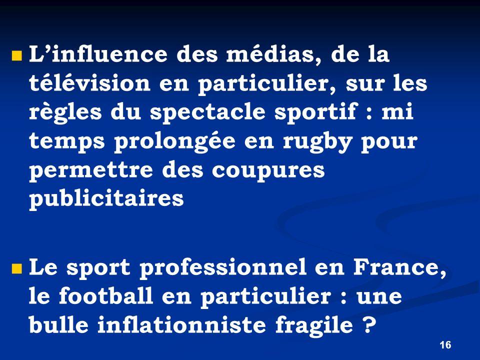 L'influence des médias, de la télévision en particulier, sur les règles du spectacle sportif : mi temps prolongée en rugby pour permettre des coupures publicitaires