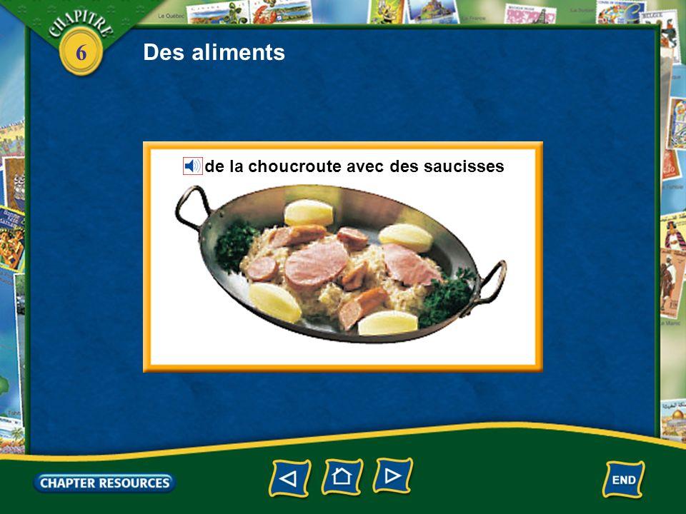 Des aliments de la choucroute avec des saucisses