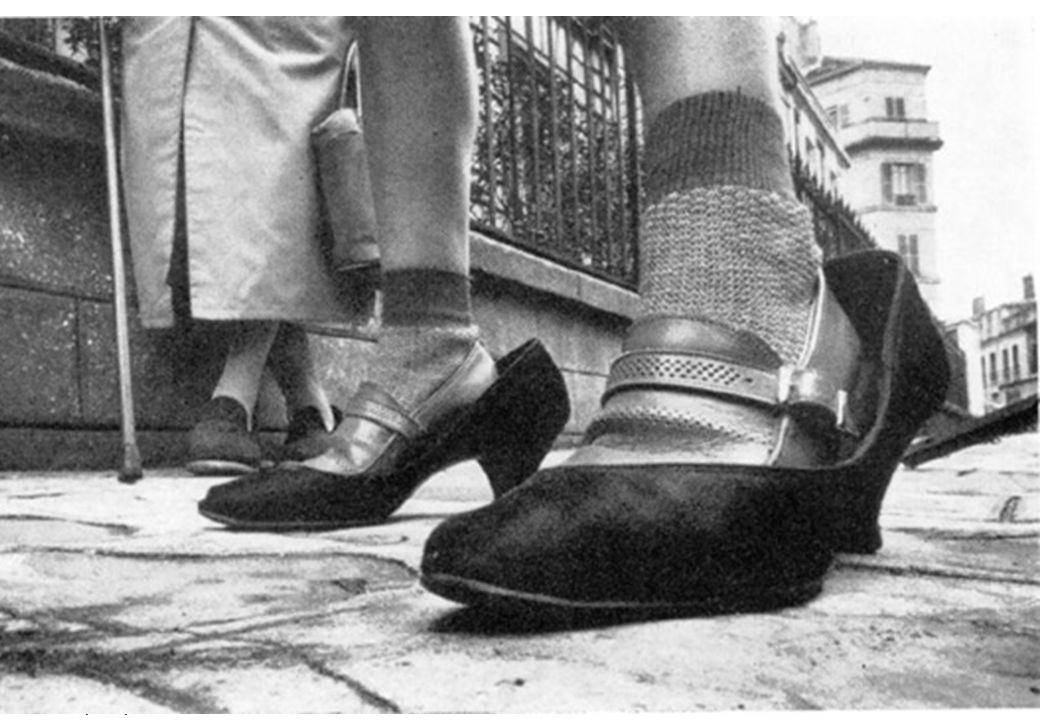 La petite fille aux chaussures
