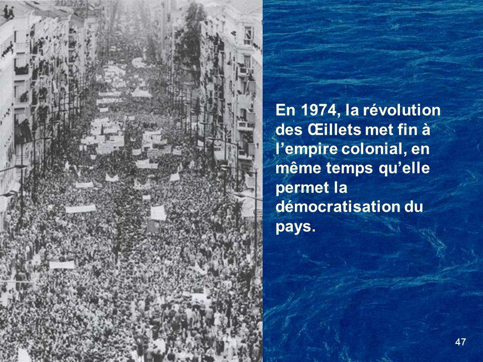 En 1974, la révolution des Œillets met fin à l'empire colonial, en même temps qu'elle permet la démocratisation du pays.