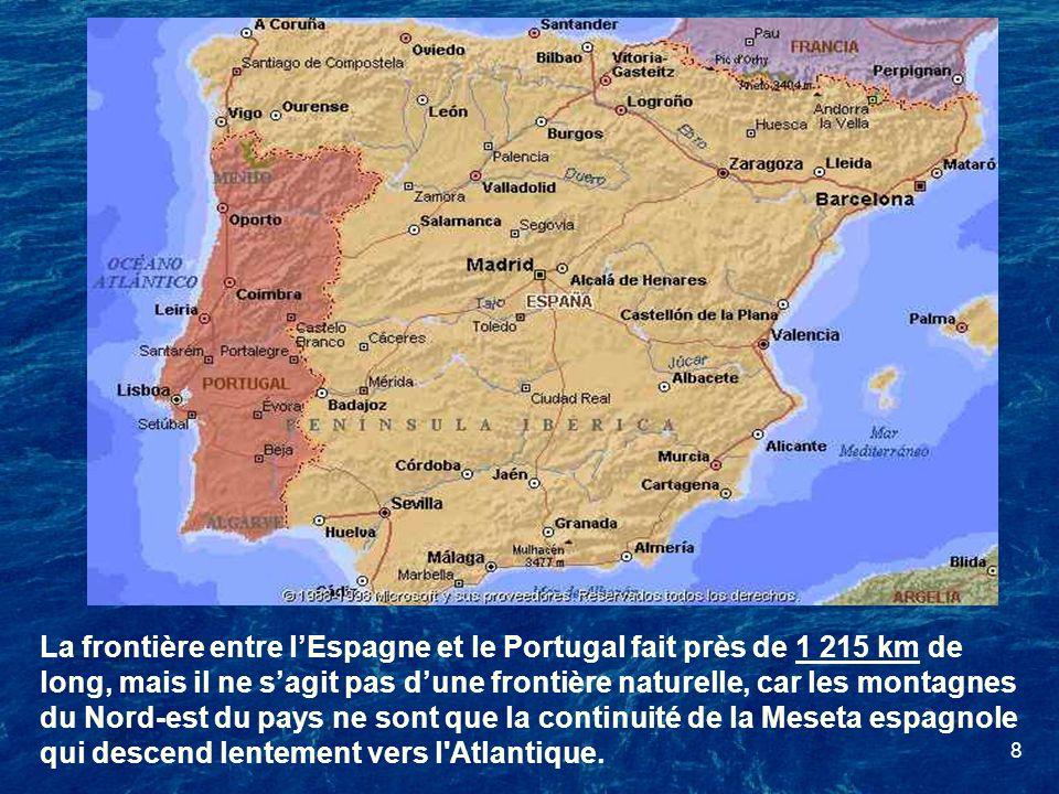 La frontière entre l'Espagne et le Portugal fait près de 1 215 km de long, mais il ne s'agit pas d'une frontière naturelle, car les montagnes du Nord-est du pays ne sont que la continuité de la Meseta espagnole qui descend lentement vers l Atlantique.