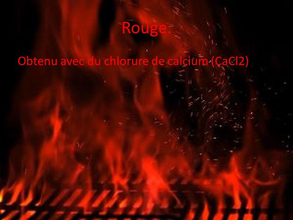 Rouge. Obtenu avec du chlorure de calcium (CaCl2)