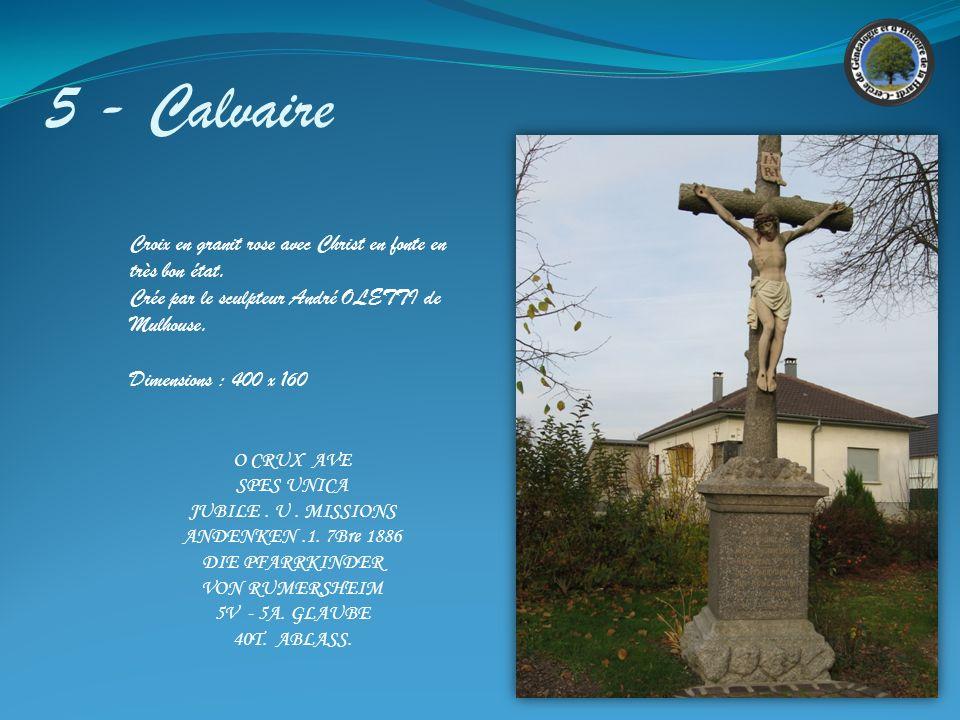 5 - Calvaire Croix en granit rose avec Christ en fonte en très bon état. Crée par le sculpteur André OLETTI de Mulhouse.