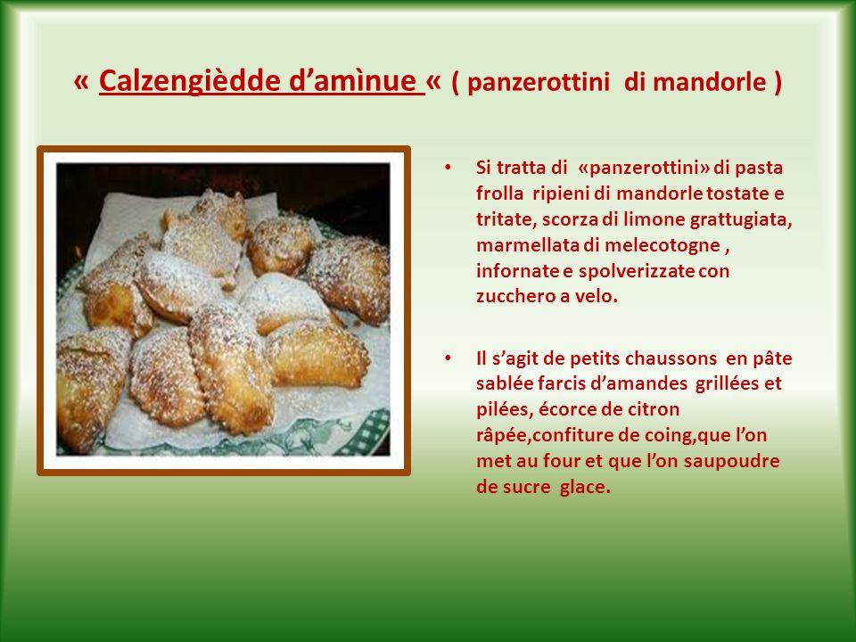 « Calzengièdde d'amìnue « ( panzerottini di mandorle )
