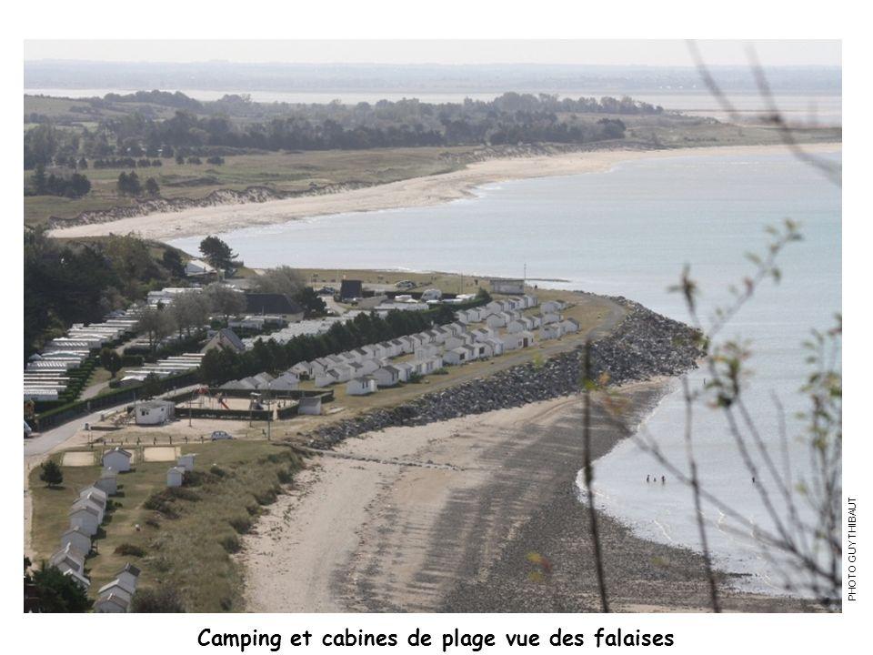 Camping et cabines de plage vue des falaises
