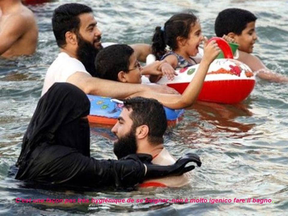 C'est une façon pas très hygiénique de se baigner!