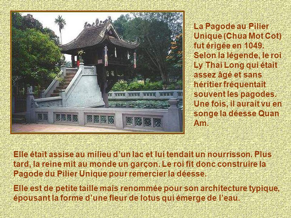 La Pagode au Pilier Unique (Chua Mot Cot) fut érigée en 1049.
