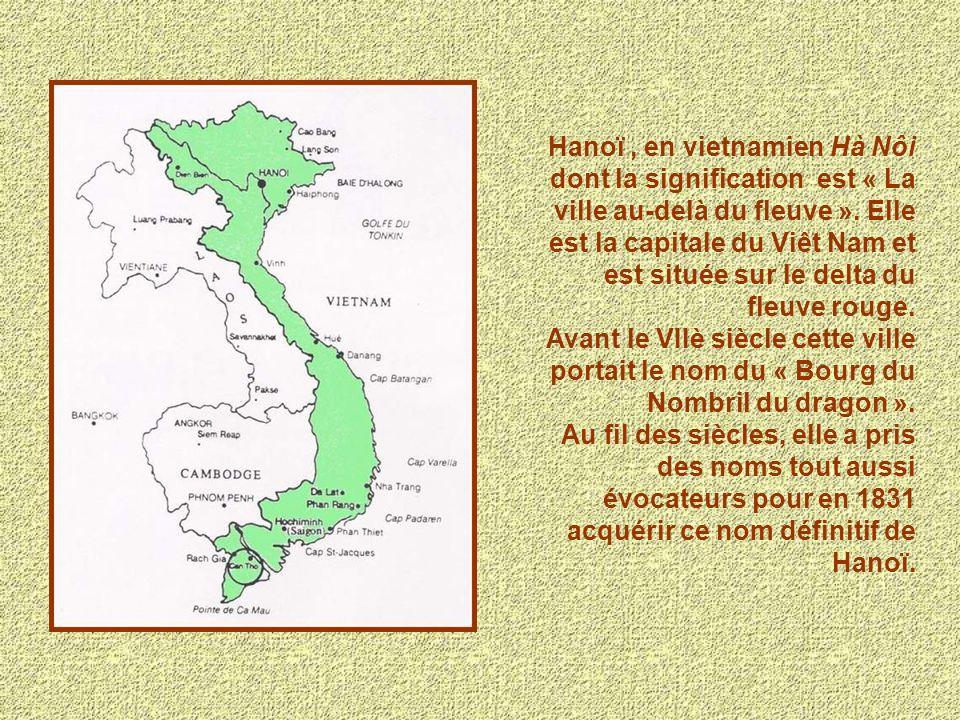 Hanoï , en vietnamien Hà Nôi dont la signification est « La ville au-delà du fleuve ». Elle est la capitale du Viêt Nam et est située sur le delta du fleuve rouge.