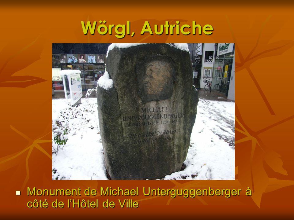 Wörgl, Autriche Monument de Michael Unterguggenberger à côté de l'Hôtel de Ville