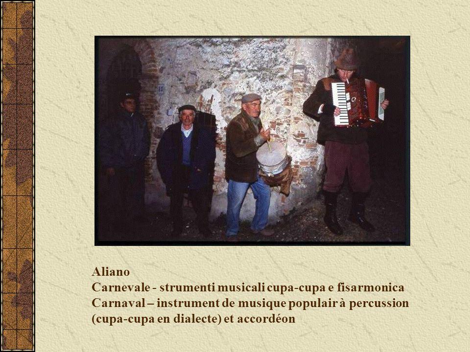 Aliano Carnevale - strumenti musicali cupa-cupa e fisarmonica Carnaval – instrument de musique populair à percussion (cupa-cupa en dialecte) et accordéon