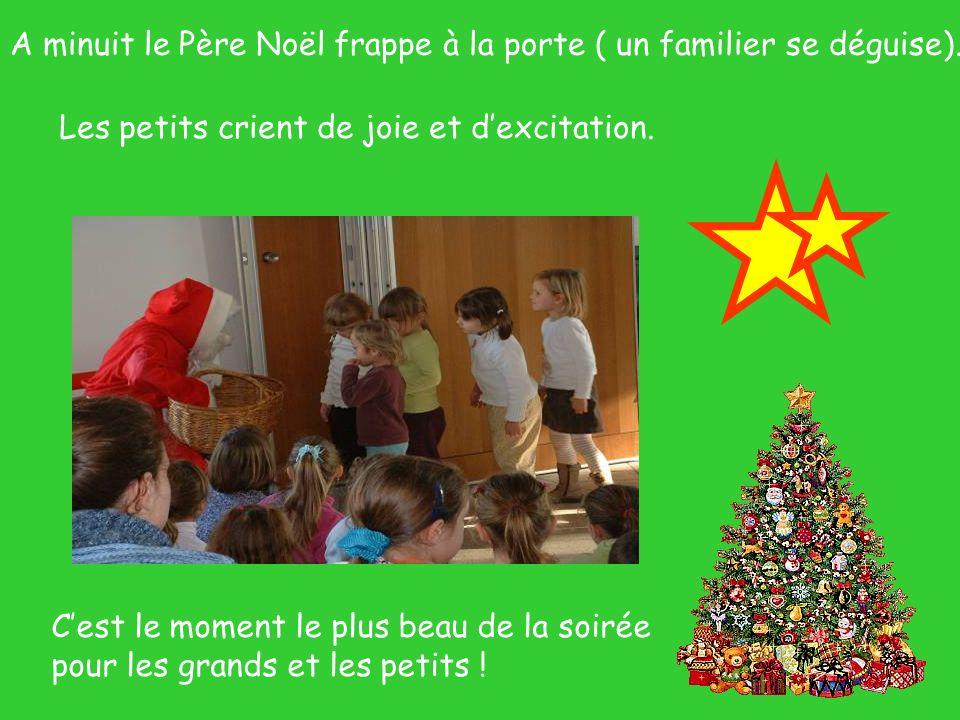 A minuit le Père Noël frappe à la porte ( un familier se déguise).