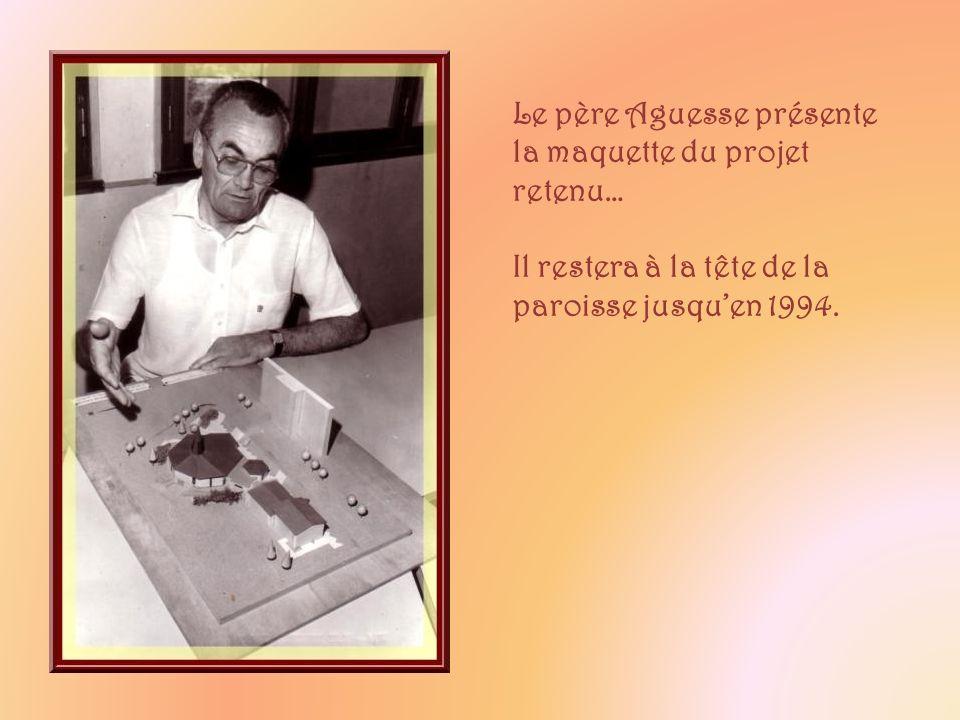Le père Aguesse présente la maquette du projet retenu…