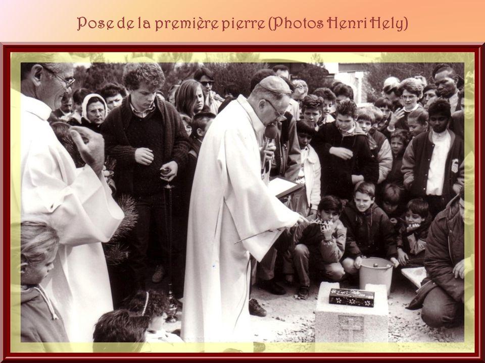 Pose de la première pierre (Photos Henri Hely)