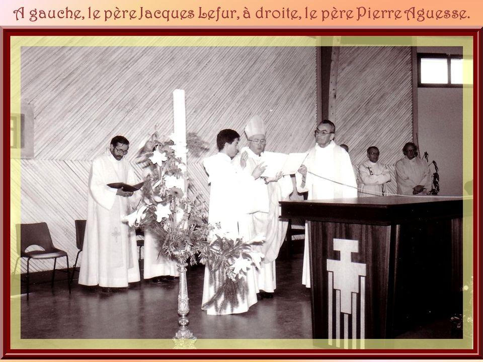 A gauche, le père Jacques Lefur, à droite, le père Pierre Aguesse.