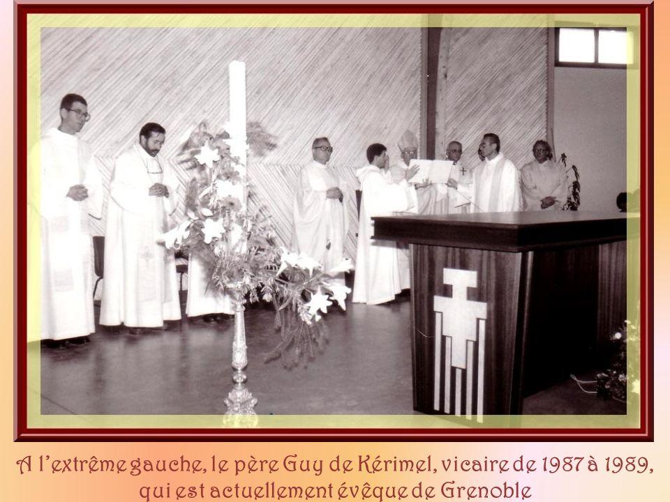 A l'extrême gauche, le père Guy de Kérimel, vicaire de 1987 à 1989, qui est actuellement évêque de Grenoble