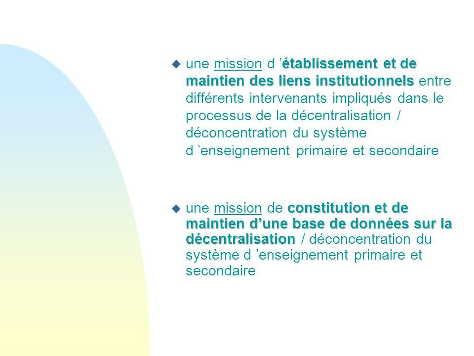 une mission d 'établissement et de maintien des liens institutionnels entre différents intervenants impliqués dans le processus de la décentralisation / déconcentration du système d 'enseignement primaire et secondaire