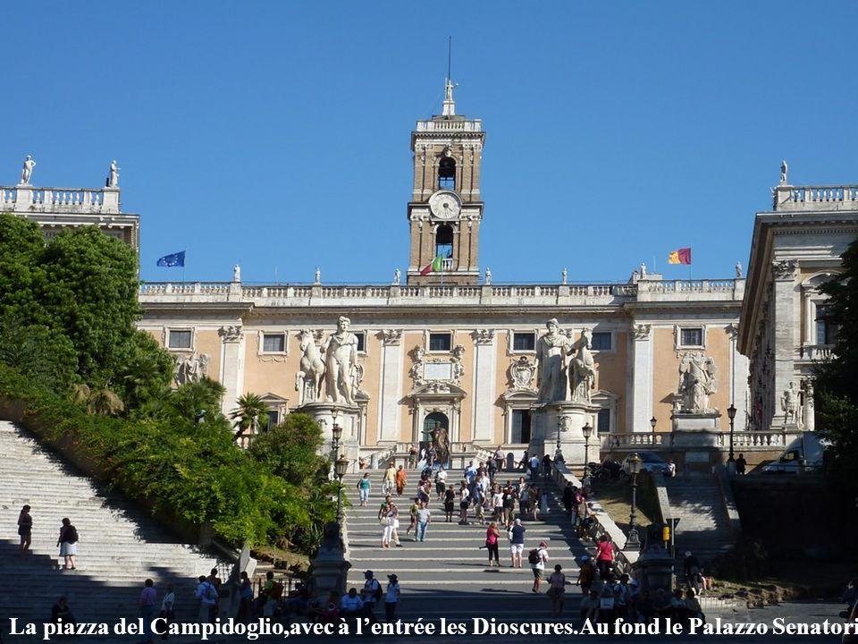 La piazza del Campidoglio,avec à l'entrée les Dioscures
