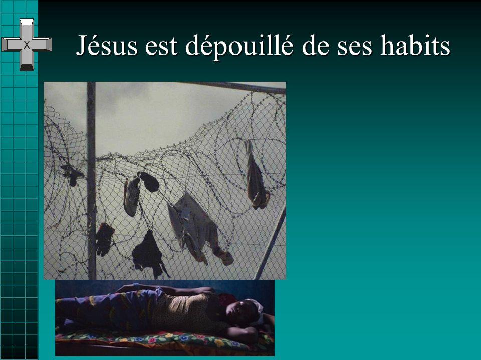 Jésus est dépouillé de ses habits